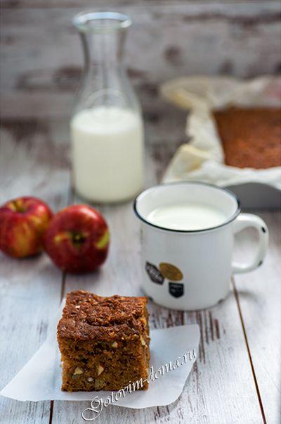 Рецепт: Яблочный пирог с орехами и изюмом