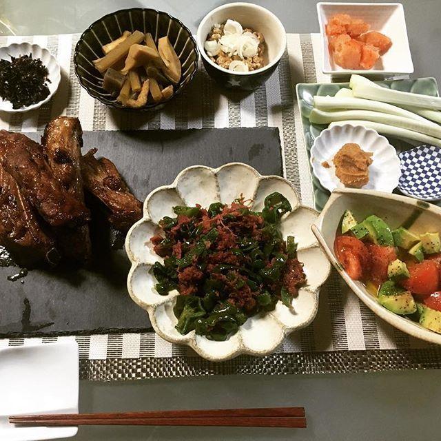 またまた茶色の食卓🍚 #マーマレードのスペアリブ #ピーマンとコンビーフ炒め #ふきと筍の煮物 #ふきの葉とシソの佃煮 ごちそうさまでした🍽  #お家ご飯#うつわ#夜ご飯🌙🍴 #晩ご飯#茶色#かぶりつく#肉#スタミナ#お腹いっぱい#手作り #ごちそうさまでした🙏💓