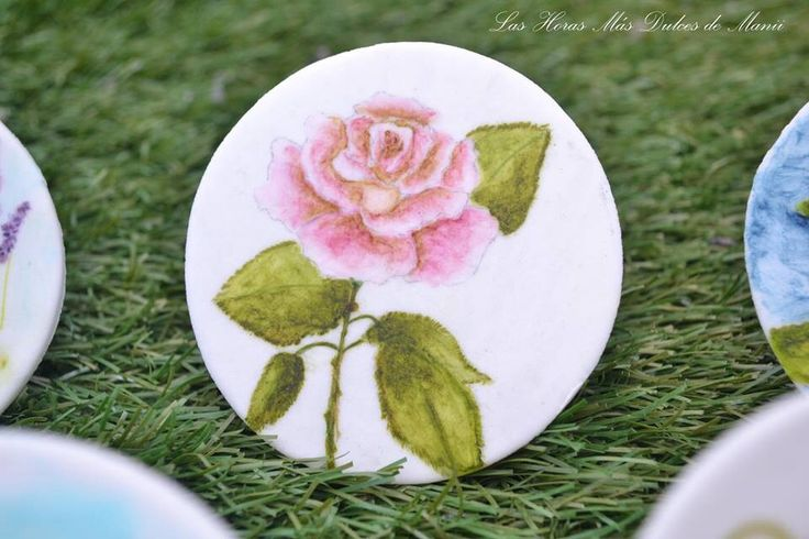 Galleta pintada a mano. Hand painted cookie. Rosa vintage