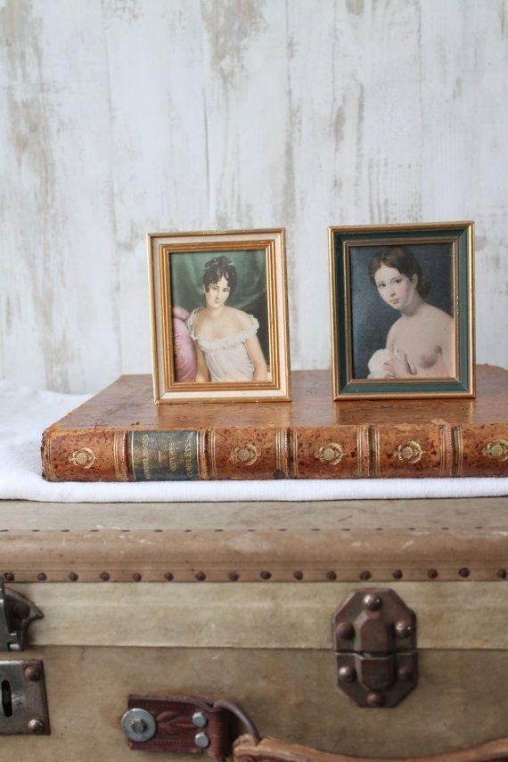 2 petites reproductions sur tissu encadrées vintage par HASBEENDECO