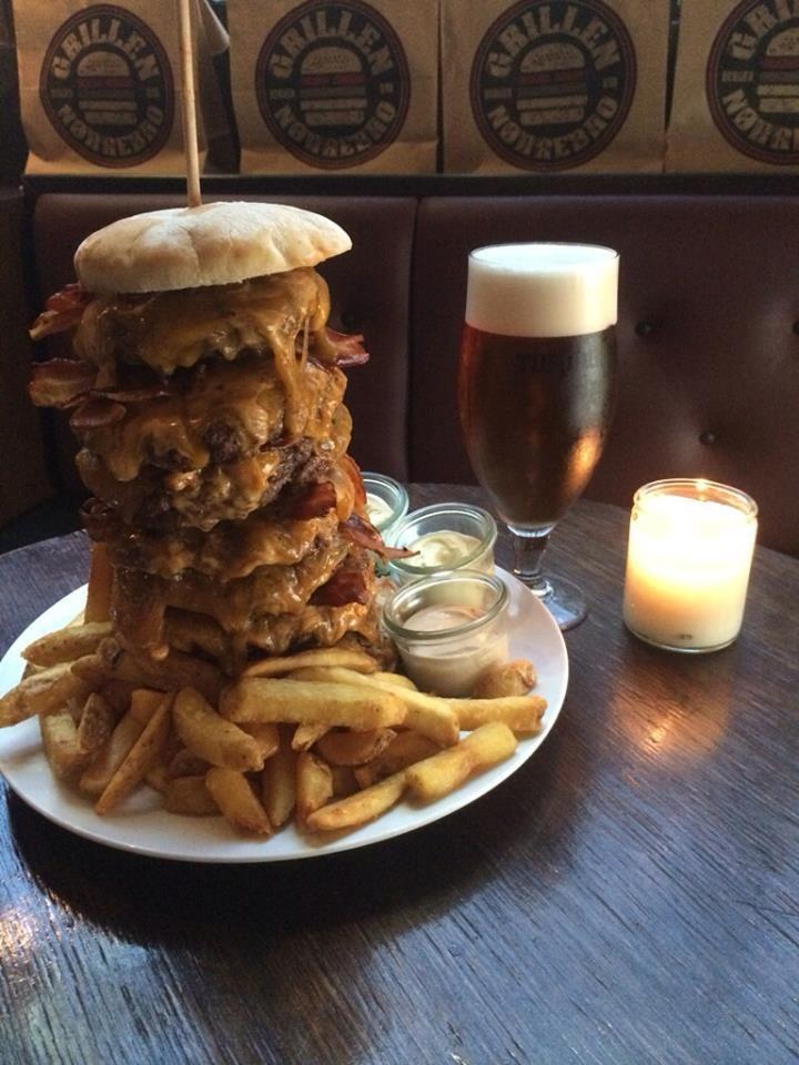 Grillen Nørrebro Burgerrestaurant Sulten eller med på en udfordring? Dette tårn af en burger har vi valgt at kalde Mighty Meat!       https://www.facebook.com/Grillenburgerbar