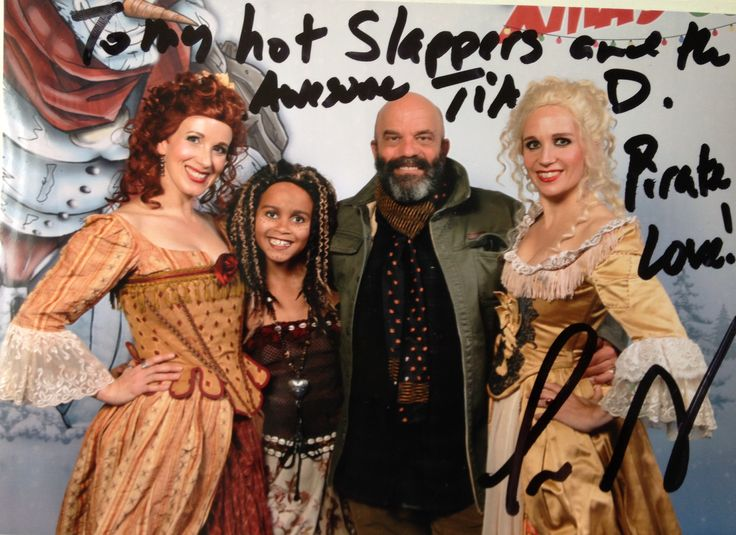 Scarlett & Giselle NL and Tia Dalma with Lee Arenberg