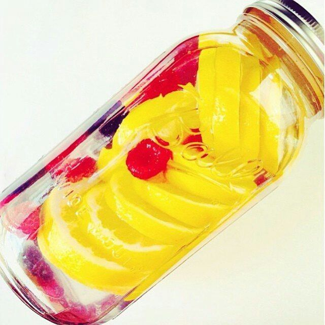 Raspberry + Lemon + Blackberry Detox Water.  Keep yourself hydrated with this amazing fruit infused water this summer ☺😊🌊 . .  via @sep11love . . .  #detoxinfusedwater #water #infusedwater #infusedwaterdetox #detox #hydrating #glowingskin #beautifulskin #lifestylechange #stayyoung #stayfit #tasty #tastywater #healthychoices #healthylife