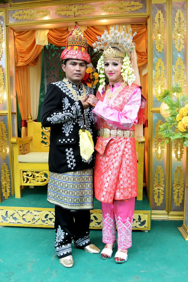 Aceh - Indonesian traditional clothes