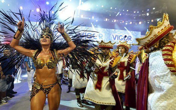 "2016 | BRASIL - CARNAVAL DE RIO DE JANEIRO ""Carnaval de Rio: Entre samba y repelente arrancan desfiles en Brasil"" (7 Feb 2016)."