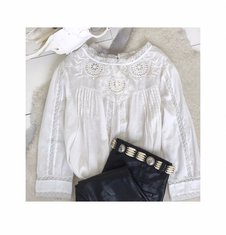 Beautiful delicate laced cotton blouse Spring Summer 17 collection  www.mysundaymorning.fr