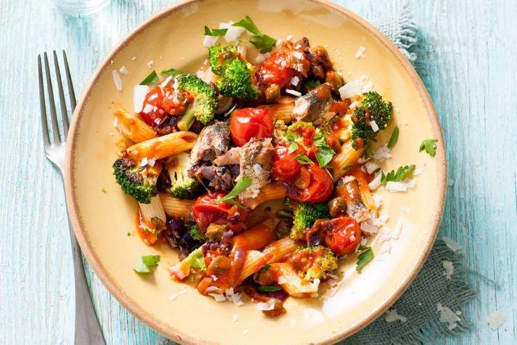 Pasta met sardines, tomaat en broccoli