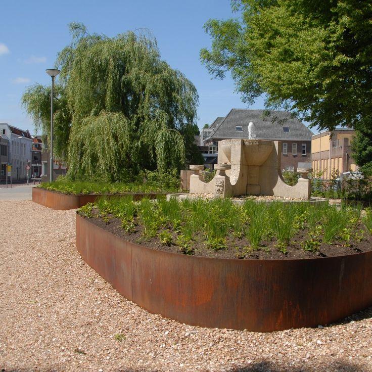 In de gemeente Zaltbommel staan deze grote borderranden van Cortenstaal in de openbare ruimte.