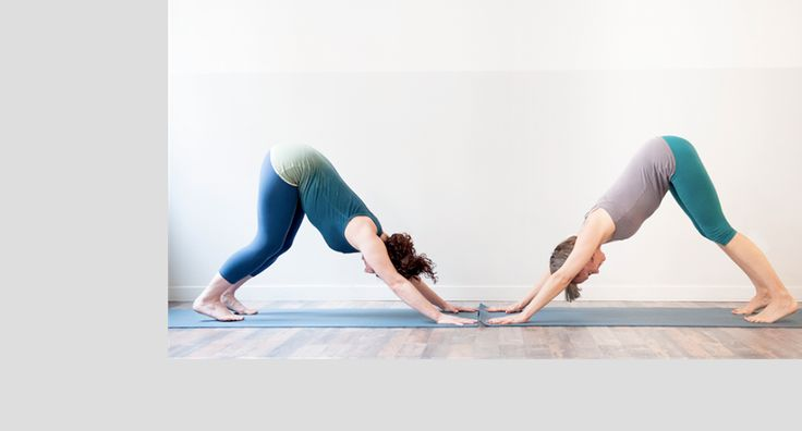 Italian Yoga teacher Vittoria (left side) is wearing our Gradation Tank Top ♡ She is looking awesome!