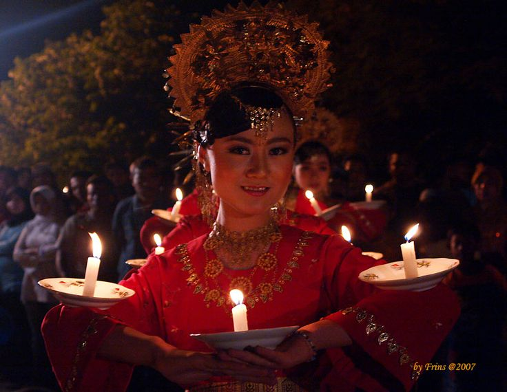 Indonesian Traditional Dance. TARI LILIN from West Sumatra, Indonesia.