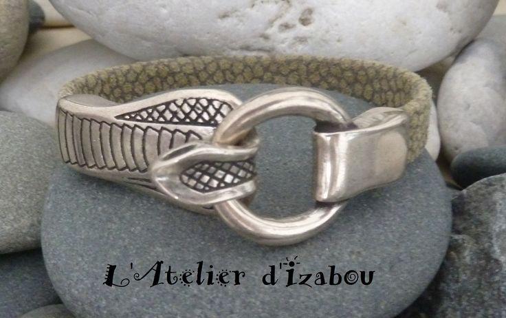 Bracelet femme original serpent, cuir kaki aspect reptile touché velours : Bracelet par l-atelier-d-izabou