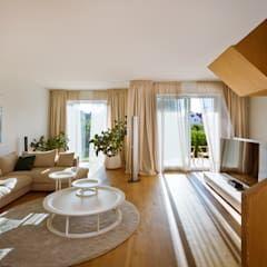 Paredes e pisos rústicos por The Wood Galleries