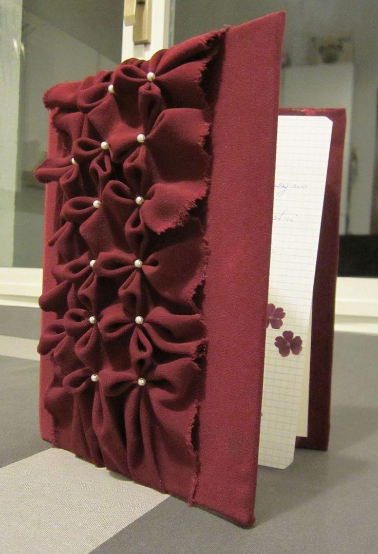 raccoglitore ad anelli, rivestito in tessuto, con decorazione capitonné
