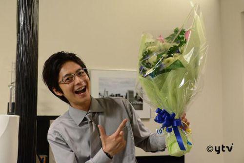一足先にクランクアップされた小池さん はりつめたシーンが続いておりましたが 伊藤歩さんから花束を渡されてこの表情 ...