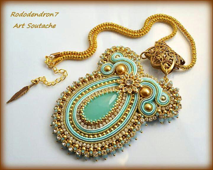 Wow! This soutache pendant is gorgeous