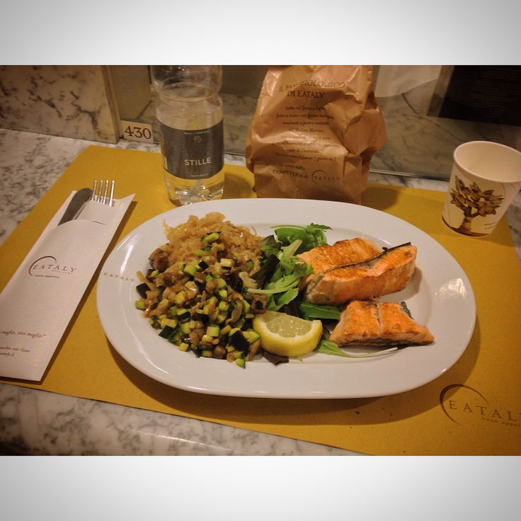 Tonight's dinner  #buona #cena #friends #eataly #smeraldo @eatalygram #insalata #verdure #zucchine #crauti #acqua #lurisia #milan #city #like #pinterest #instagram #tumblr #twitter #foursquare #swarm #phonto #food #filter #food #like