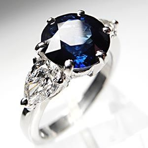 This magnificent blue sapphire & diamond engagement ring is crafted of solid platinum and is in like new condition