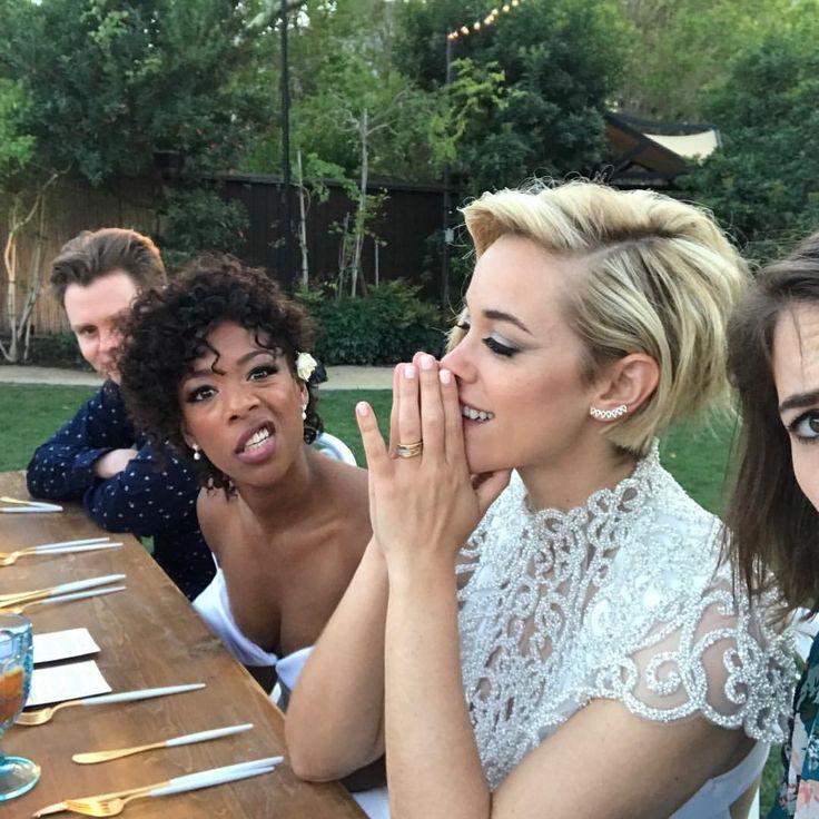"146.8b Beğenme, 349 Yorum - Instagram'da Samira Wiley (@whododatlikedat): ""Stuff that happened in 2017: Getting turnt while Lauren was having a heartfelt moment at our…"""