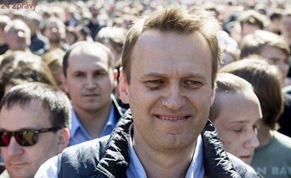 Navalnyj vyšel z vězení. Policie prohledávala odbočky jeho fondu