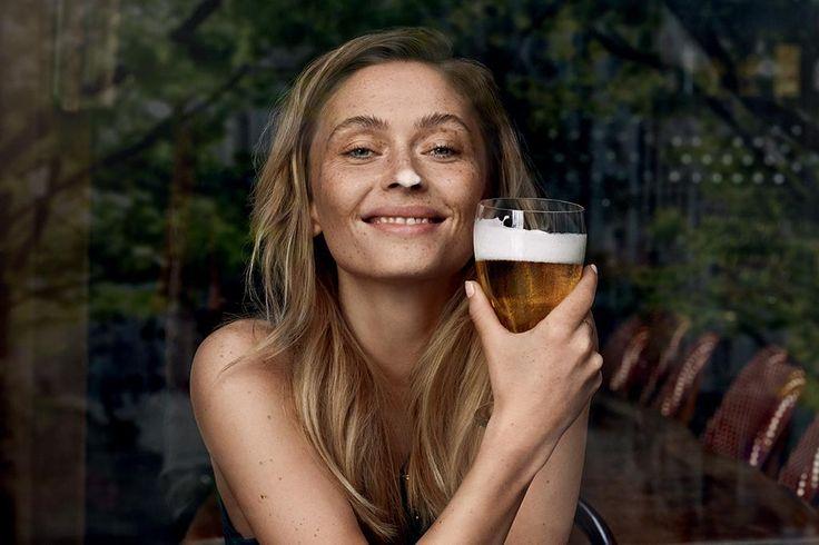 """L'Italia è il paese con il più alto numero di consumatrici di birra in Europa, ma con il consumo procapite più basso (indagine Doxa). AssoBirra punta sul gentilsesso: lancia la campagna """"Birra io t'Adoro"""" e crea una community per tutte le donne che amano la birra @birra"""