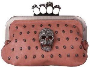 Skull Clutch com anéis de caveira (R$325,00)