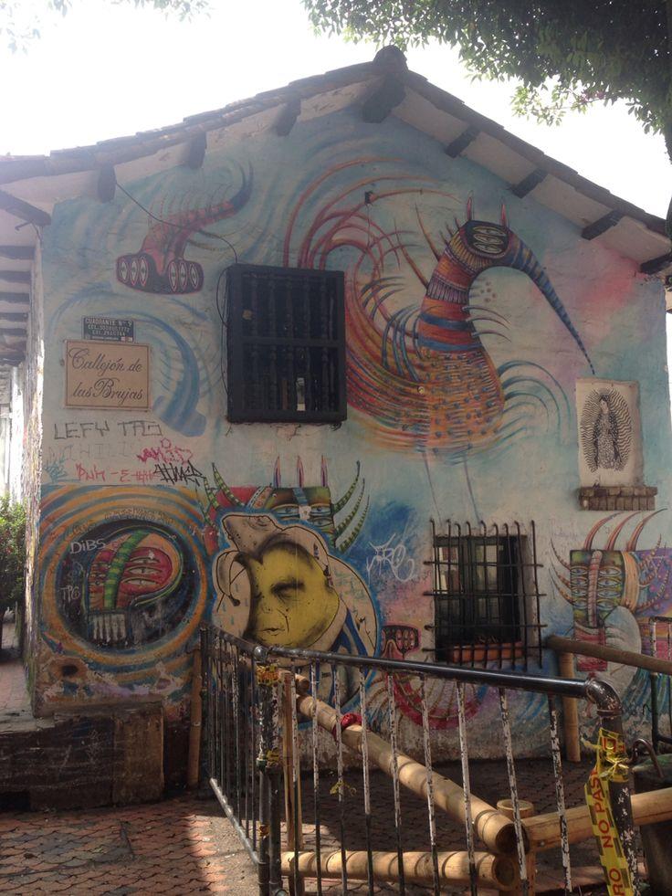 Arte callejero en una excepcional obra en el chorro de Quevedo. #passeandobogota con @bogotapass