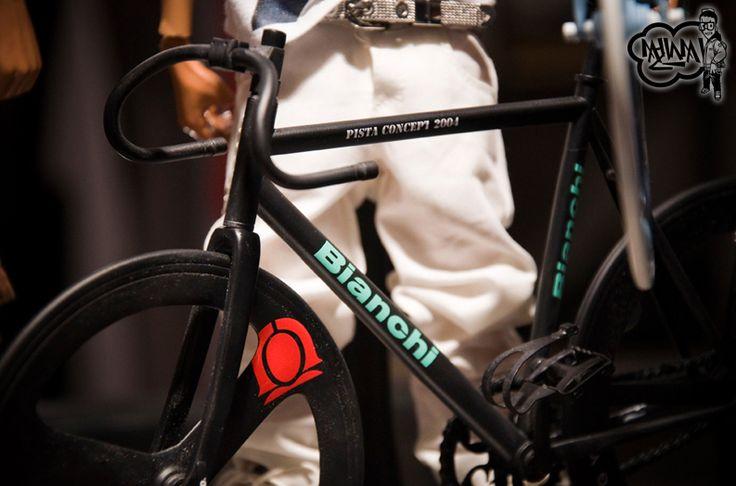 Bianchi miniatuur baanfiets op Italiaanse Racefietsen.
