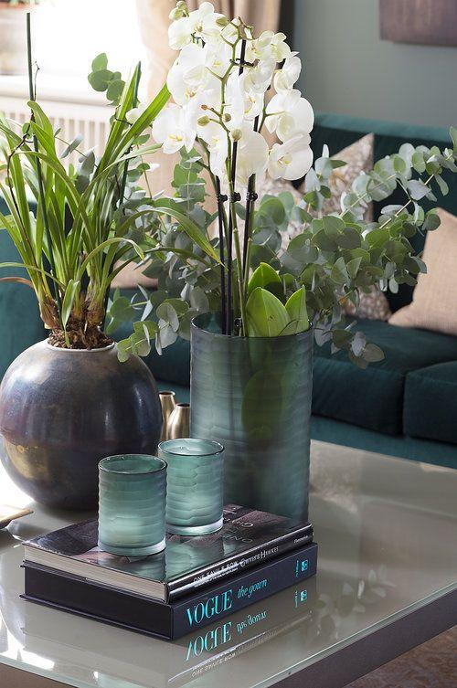 Divine Design coffetable decor flowers vogue book