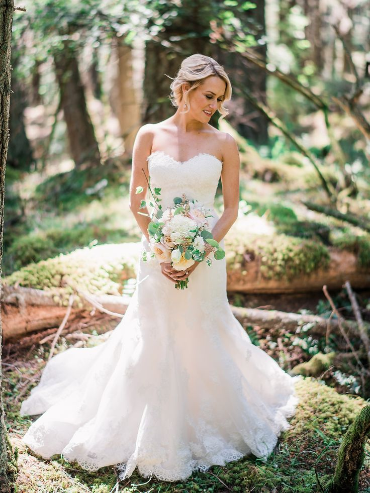 Lace sweetheart neckline wedding dress: Photography: Ryan Flynn - http://ryanflynnphotography.net/