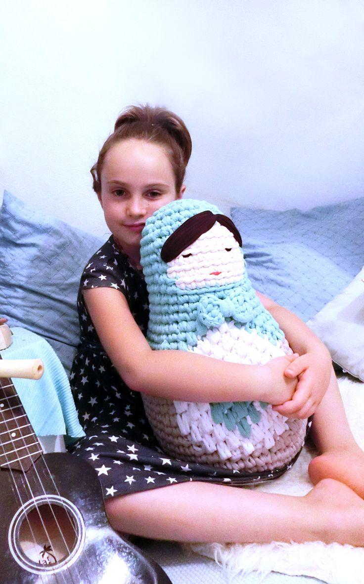 Amigurumi Matryoshka doll pattern by goolgool. And this time, a giant Matryoshka done with t-shirt yarn!
