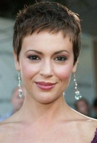 coiffures 20172018 femmes Cheveux Très Courts Femme