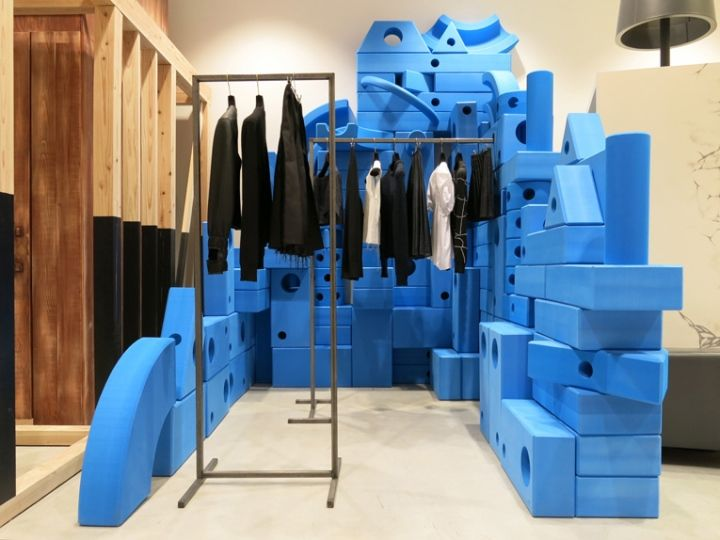 Dover Street Market Fashion Store In New York Displays Products A Wide Variety Of Interior Spaces