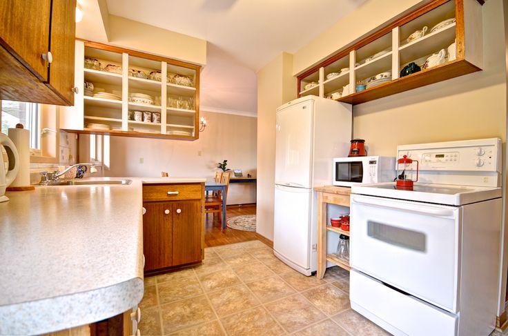 Open-faced cabinets brighten up the kitchen and let you showcase your collection!  #Orangeville #OrangevilleOntario #OrangevilleRealEstate