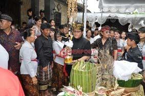 Ribuan Masyarakat Iringi Pengabenan Ibunda Bupati Badung - http://denpostnews.com/2017/12/13/ribuan-masyarakat-iringi-pengabenan-ibunda-bupati-badung/