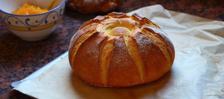 Otoñal, jugoso, bonito, aromático y fácil. Un pan para dominar las masas con la ayuda de la humilde y maravillosa calabaza. Sin amasar y con una técnica de cocción minimalista y de grandes resultados.