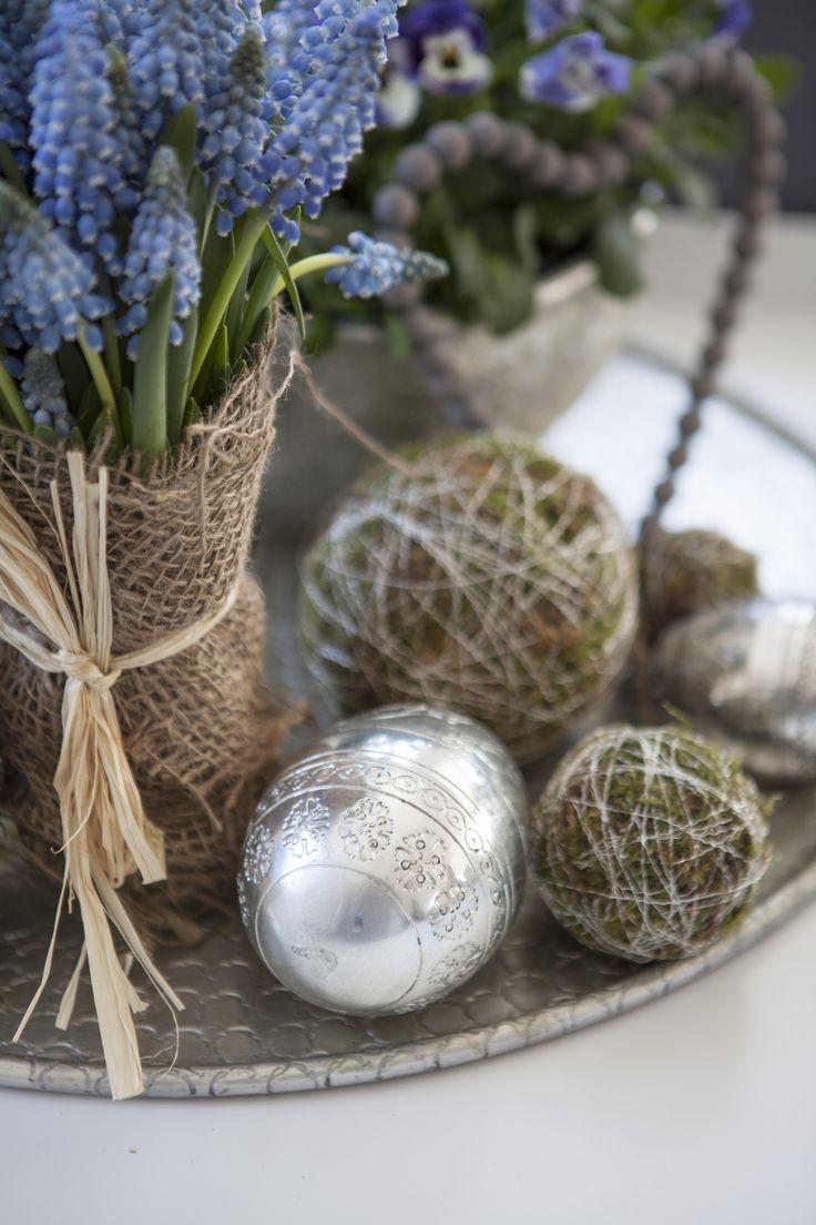 Pynt til påske med musvari, mosekuler og påskeegg fra Mester Grønn.