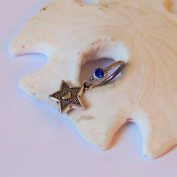 Charm Bauchnabelpiercing – Körperschmuck – Bauchnabelpiercing – Silberstern mit Mond auf gefangenem Perlenring   – Products