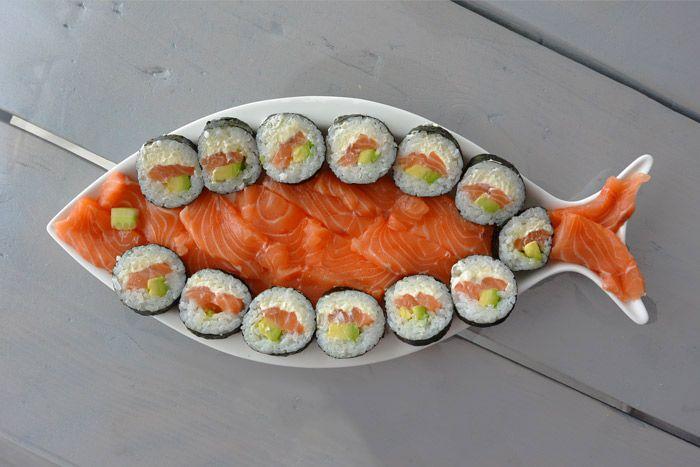 Zelfgemaakte sushi maak je zelf thuis. Het is lekker, simpel en gezellig! Sushezi review voor de makeklijkste zelfgemaakte sushi
