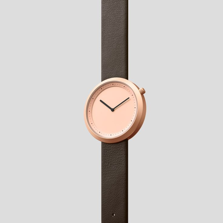 ROSE-GOLDEN STEEL ON BROWN ITALIAN LEATHER.    Clean, classic and contemporary, Facette pays homage to the iconic, circular watch shape while incorporating distinct, forward-thinking design details.