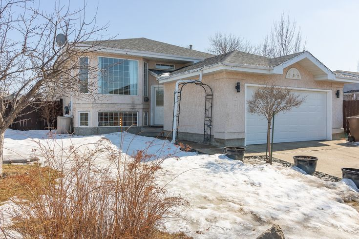 Call The Matthew Barry & Erin Willman Real Estate Group at 780-418-4922 or visit http://www.matthewanderin.ca/listings/mls/E4105527/st-albert/deer-ridge-salb/100-delage-crescent to view this 4 bed, 3 bath single family home in Deer Ridge!