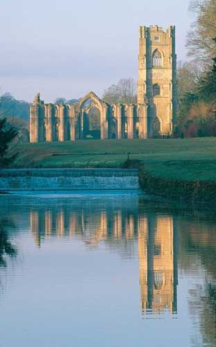 The Secret Garden in the 1993 version with Maggie Smith was Fountains Abbey, a wedding venue in Ripon in Yorkshire