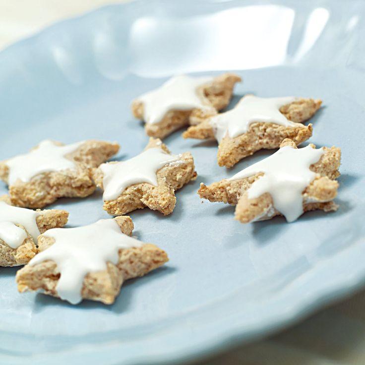 De aller fleste julesmåkaker er variasjoner over temaet smør, sukker, mandler og egg, og det
