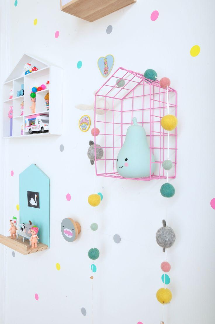 Rabbit_and_sons_house_shelf_confetti_wall_sticker