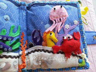 V medúze je rolnička, piesok obsahuje vo vnútri polystyrénové guľôčky, pohybujú sa mušličky.