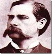 Wyatt Earp (1848-1929): Um dos mais celebrados (e violentos) homens da lei do Velho Oeste. Earp começou seu trabalho em 1870 na cidade de Lamar (Missouri), mas deixou a cidade após a trágica morte de sua primeira esposa, Urilla Sutherland, morta depois de uma intensa crise de febre. Earp viajou pelo Texas, Kansas e Novo México, aonde passou boa parte de sua vida jogando, caçando búfalos, ajudando a Union Pacific Railroad e atuando como xerife. Casado com Josie, o casal viajou através do…