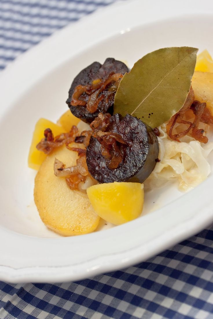Annetts kulinarisches Tagebuch: Ja, wir können auch rustikal: Blutwurst mit Äpfeln auf Spitzkohlgemüse