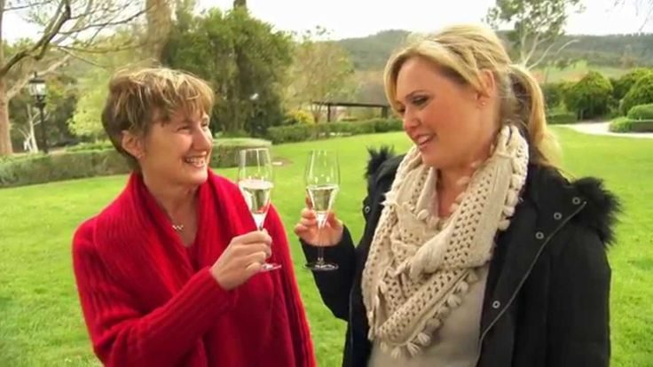 De Bortoli Wines: Nerida Conway from Chef Masterclasses recently visited our Yarra Valley Estate to chat with Leanne De Bortoli about parties, picnics and our delicious #RococoSparkling!