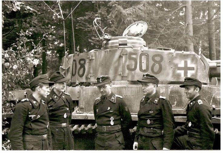 1944, France, Abreschviller, Un Zugführer (commandant de peloton) du XXXXVII.Panzerkorps / 5.Panzerarmee prend la pose pour la propagande 2/4   Flickr - Photo Sharing!