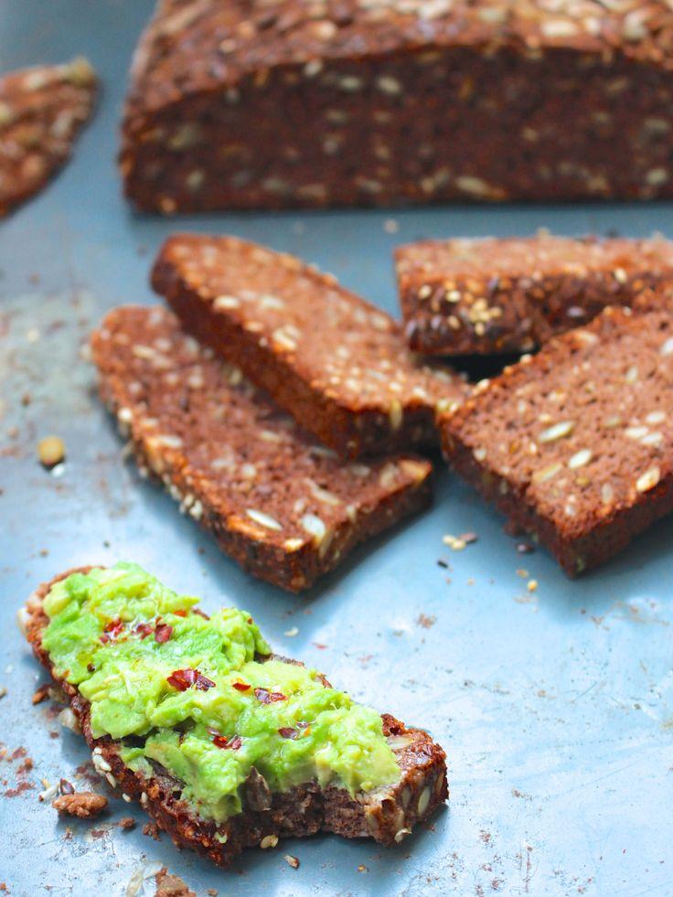 Ett mustigt, smakrikt och näringsrikt bröd som passar perfekt till soppa, gryta eller som annat matbröd. Självklart till frukost också om man vill det! Kakao, spiskummin och olivolja skapar tillsam…
