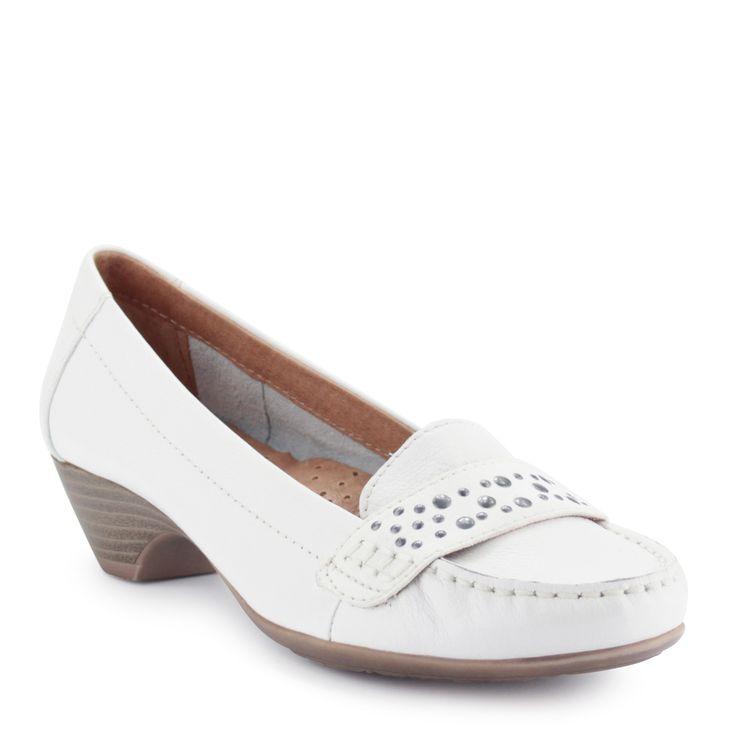 Fehér Jana bőr cipő Törtfehér színű Jana bőrcipő. Puha bőr felsőrésszel és puha bőr béléssel készült, sarka 3,5 cm magas. Tökéletes komfortot biztosít.  Márka: Jana Szín: Fehér Modellszám:8-22306-24 100  A cipő akárregisztráció nélkülis megvásárolható,a szállítás ingyenes. Aházhoz szállítás a legtöbb esetben egy munkanapon belül történik.     Választható fizetési módok:utánvétes fizetés, banki átutalás és bankkártyás fizetés.  Abban az esetben, ha több terméket vásárolsz és nem…